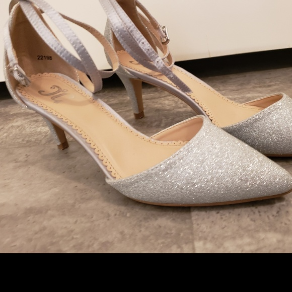 fb2603ef73 Journee Collection Shoes | Luela Pump | Poshmark